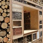5. Insektenhotel XXL: Unterschiedliche Zimmer und Suiten des Insektenhotels